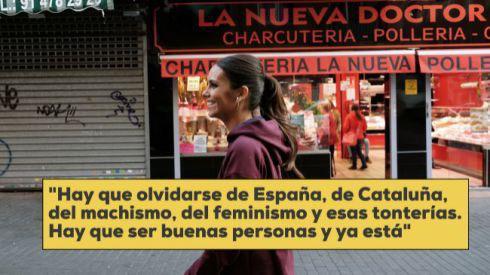 Cristina Pedroche dans la rue avec une citation extraite de l'interview: «Il faut oublier l'Espagne, la Catalogne, le machisme, le féminisme et toutes ces bêtises. Il faut bien se comporter et c'est tout.»