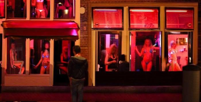 Femmes en vitrine.jpg